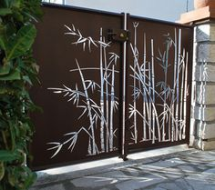 compound wall gate designs using cnc cutting Front Gate Design, Main Gate Design, House Gate Design, Door Gate Design, Fence Design, Metal Gates, Wrought Iron Gates, Front Gates, Entrance Gates