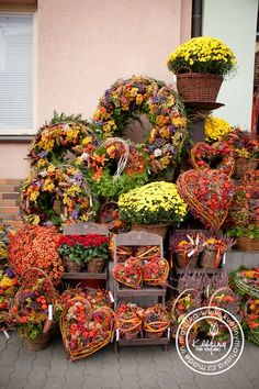 Kolekce | Dušičky | Květiny Petr Matuška Brno - dekorace, floristika, řezané květiny, svatební kytice Grave Decorations, Harvest Decorations, Autumn Decorating, Fall Decor, Fall Flowers, Dried Flowers, Driftwood Wreath, Autumn Crafts, Autumn Wreaths