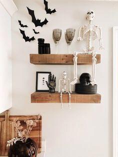 Halloween Home Decor, Halloween Party Decor, Halloween House, Fall Home Decor, Holidays Halloween, Halloween Mantel, Halloween Crafts, Halloween Window, Samhain