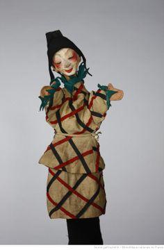 Fonds Georges Lafaye. III. Spectacles de marionnettes. Parade (1943, Lafaye) : marionnettes. Marionnettes. Arlequin