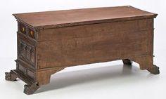 Arca de novia catalana en nogal tallado, del siglo XVIII