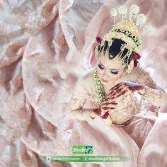 Wedding day Catur & Afi ©️️️ studio17  Make up & decoration: @istinafi_makeup  Telp/WA 085292835405 FB studiotujuhbelas Pin D5833C35  #wedding #prewedding #instawedding #fotopernikahan #fotoprewedd #purworejo #purworejohitz #purworejojepret #kutoarjo #magelang #wonosobo #wates  #kebumen #baledono #dlisenwetan #pituruh #preweddingphotography #bridestory #indonesiaweddingphotographer #fotograferpurworejo #weddingclip  #Regram via @studio17creative