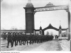 Historic photo from 1914 - Troops leaving CNE WWI camp through Dufferin Gates in CNE Downtown Toronto, Toronto City, Canadian Soldiers, Toronto Ontario Canada, Toronto Photos, Old Fort, Canadian History, Scottish Castles, University Of Toronto