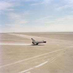 SPACE SHUTTLE LANDING AT WHITE SANDS MISSLE RANGE NM | Johnson Space Center-nasa16.jpg