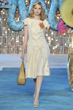 See the complete Christian Dior Resort 2009 collection.