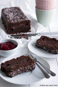 Saftiger Schokoladenkuchen mit Zimtkirschen