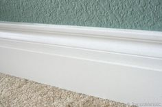How to Caulk Moldings @Remodelaholic