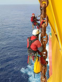 Six Greenpeace Climbers Scale Shell's Arctic-Bound Oil Rig. Photographer: Jens Loewe / Greenpeace