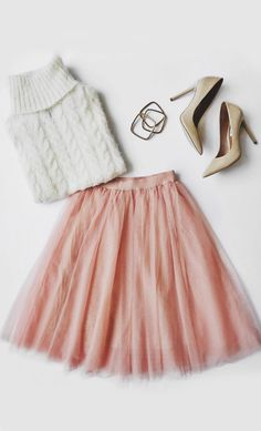 You never know what romance could be around the next corner so be prepared with the Urban Fairy Tale Blush Tulle Skirt! Layers of tulle fall from an elastic waistband. Fashion Mode, Look Fashion, Fashion Outfits, Womens Fashion, Fashion Trends, Runway Fashion, Blush Tulle Skirt, Tulle Skirts, Dress Skirt