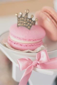 Pink Crown Macaron for a Princess Macarons Rosa, Pink Macaroons, French Macaroons, Pink Love, Pretty In Pink, Wallpaper Free, Pink Crown, Festa Party, All I Ever Wanted
