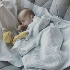 Rg @kiddowz_blog  Baby Kian in de #hangloosebaby
