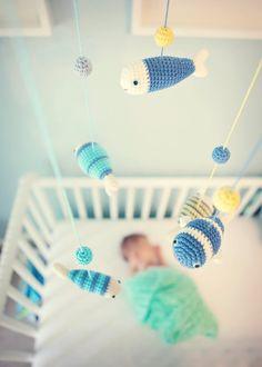 Mobile über dem Babybett-Ideen für gestricktes Babyspielzeug zum Selbermachen
