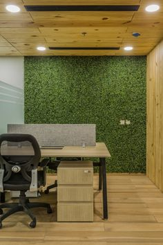 Ultraconfidentiel Design designed the offices of Swiss manufacturing company Swatch Group, located in New Delhi, India. Amaury Watine along with his Loft Office, Open Office, Radios, Office Space Design, Office Spaces, Interior Exterior, Modern Interior, New Delhi, Commercial Interiors