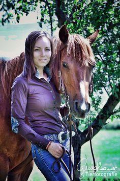 Gerret und Nina, für mich ein ganz besonderes Paar. Warum? Weil Sie für mich bereits so einige Stunden vor der Linse verbracht haben. Ein schon etwas älteres Shooting, wenn nicht sogar mein erstes! #Pferde #Fotografie Horse Girl, Horse Pictures, That Look, Community, Horses, Group, Girls, Animals, Inspiration