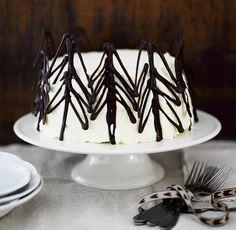 Koristele kakunreunus suklaalla, voit tehdä sulasta suklaasta vaikka kuusia, enkeleitä tai tonttuja.