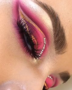 Gorgeous Pink Blended Eye Look Teal Makeup, Purple Makeup Looks, Eye Makeup Art, Colorful Eye Makeup, Gold Eyeliner, Eyeliner Looks, Eyeshadow Looks, Matte Eyeshadow, Eyeshadow Makeup