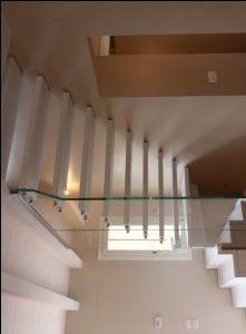 Scala a sbalzo con pareti in vetro Sound KR-30