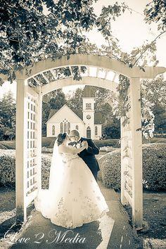 Romantic Wedding Photos | Richmond Wedding Photography | Wedding Kiss Photos | Chapel wedding photos | www.love2media.ca