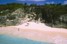 pink-sand-beach-Bahamas1-690x458