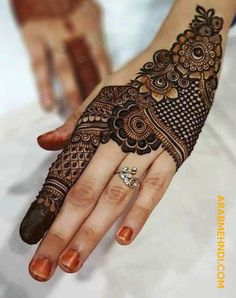 50 Most beautiful Goa Mehndi Design (Goa Henna Design) that you can apply on your Beautiful Hands and Body in daily life. Mehndi Designs Front Hand, Latest Arabic Mehndi Designs, Henna Tattoo Designs Simple, Finger Henna Designs, Back Hand Mehndi Designs, Latest Bridal Mehndi Designs, Modern Mehndi Designs, Mehndi Designs For Beginners, Mehndi Design Photos