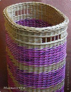 Поделка изделие Плетение Корзина для белья Трубочки бумажные фото 3