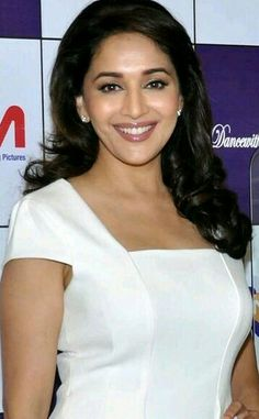 Beautiful Girl Indian, Most Beautiful Indian Actress, Beautiful Saree, Most Beautiful Women, Beautiful Actresses, Indian Actress Images, Actress Photos, Indian Actresses, Top 10 Bollywood Actress