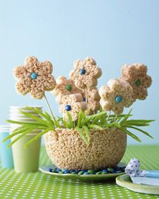 Rice Krispie Daisy Cake...Mothers Day edible centerpiece! Great idea and fun for the kids to make!