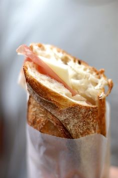Prosciutto and Cheese Sandwich. Can prosciutto be a favorite food? Cheese Sandwich Recipes, Soup And Sandwich, I Love Food, Good Food, Yummy Food, Food Porn, Le Diner, Low Calorie Recipes, Quiches