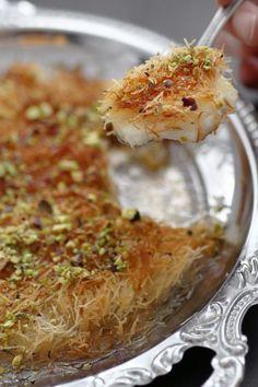 Homemade Kanafeh Lebanese Recipes, Turkish Recipes, Indian Food Recipes, Israeli Desserts, Israeli Food, Easy Cooking, Cooking Recipes, Healthy Recipes, Pastry Recipes