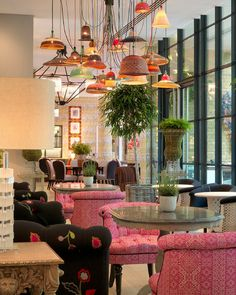 The Ultimate Guide: The Best Hotels in London During Design Milan Furniture, Vintage Furniture, Rosewood Hotel, Cosy Room, Hand Painted Wallpaper, Hotel Lounge, London Hotels, Unique Lamps, Modern Sculpture