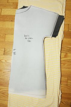 Noodlehead: sewing with knits mondays: quick tee tutorial