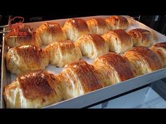 Perfect pentru micul dejun! Moale și gustoasă! Rețetă de croissant-Pregătiți acum - YouTube Sweet Recipes, Real Food Recipes, Dessert Recipes, Yummy Food, Egg Recipes For Breakfast, Easy Bread, Turkish Recipes, Afternoon Snacks, How To Make Bread