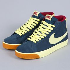 NIKE SB BLAZER CLASSIC CHARCOAL / HALO / TEAM RED