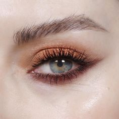 """821 curtidas, 11 comentários - Katie Jane Hughes (@katiejanehughes) no Instagram: """"Under wing - I used @beccacosmetics blush in Blushed Copper and @toofaced Chocolate Bar Palette. I…"""""""