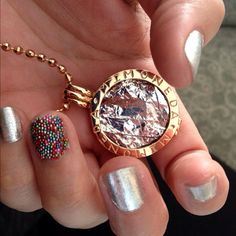 Match your Mi Moneda to your nails ; Coin Jewelry, Jewellery, All That Glitters, Crown Jewels, Diamond Earrings, Jewelry Accessories, Bling, Pure Products, Chain