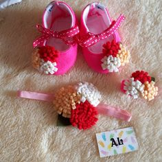 ♥AL BABY SHOP♥ ONLY FOR SERIOUS BUYER Handmade Shoes 0-12 month Bisa request warna ♥Id Line: shella39 ♥phone: 085741110204 ♥Whatsapp: 085741110204 ♥Pin BB: 54520C37 Pekalongan  detail harga Handmade baby shoes ya mom.. Reseller are welcome.. Custom Color by request.. Price List : Bando : 15 rb  Gelang : 10 rb Harga 1 lusin bandana : 160 rb Harga 1 lusin gelang : 100 rb Sepatu : ♥ 0-3 bulan (10cm) : 45 rb ♥ 3-6 bulan (11cm) : 50 rb ♥ 6-9 bulan (12cm) : 55 rb ♥ 9-12 bulan (13cm) : 60 rb Harga…