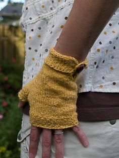 This pattern is written so that you may use a yarn of any weight and customize the size to fit your hand. No math required apart from being able to divide by 4, though!