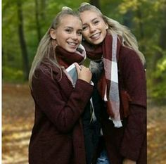 lisa and lena Bff, Braces Girls, Lisa Or Lena, Instagram Pose, Chill Outfits, Famous Girls, Sexy Teens, Girl Blog, Celebs