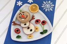 Oh, look at that, it's a Frozen-inspired lunch! Bring Olaf's friendly smile and love of Summer to life with this ice-ellent edible food art. Toddler Meals, Kids Meals, Cute Food, Good Food, Food Art For Kids, Creative Food Art, Edible Food, Disney Food, Disney Ideas