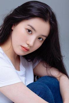 Im Nayoung, Instagram Pose, Pledis Entertainment, Beautiful Asian Girls, Bigbang, Kpop Girls, Idol, Hair Beauty, Poses