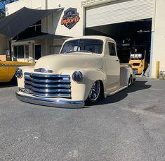 Chevy Pickup Trucks, Chevy Pickups, Cool Trucks, Big Trucks, Bridgeport Mill, Chevrolet 3100, Square Body, Vintage Trucks, Hot Wheels