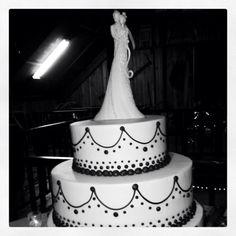Black and white wedding cake- Rustic Florida Wedding- Lange Farm in Dade City
