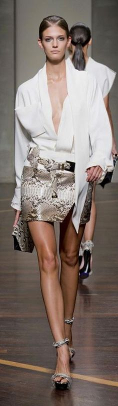 Very cool look - a classic white shirt gets an edgy make-over, and then paired with a snakeskin mini I Love Fashion, High Fashion, Fashion Design, 50 Fashion, Luxury Fashion, Looks Style, Style Me, Classic White Shirt, Ferrat