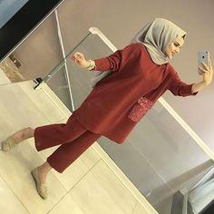 YENİLERDEN TAKIM MODELİMİZ 🤩😍 190₺ Mode Abaya, Mode Hijab, Hijab Dress, Hijab Outfit, Hijab Fashion, Girl Fashion, Fashion Outfits, Fashion Design, Street Hijab