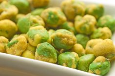 Spicy Wasabi Peas If you're craving a crunchy, savory snack, reach for wasabi peas. The heat from the wasabi stimulates your body's metabolic engine, while the fiber from the peas helps keep you full.