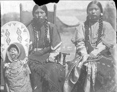 Nez Perce women & baby in cradleboard. Native American Proverb, Native American Children, Native American Tribes, Native American History, Native Americans, Indian Tribes, Indian Pictures, American Indian Art, First Nations