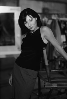 Shannen Doherty as Prue Halliwell, in Charmed TV Series : 26 high-res pictures Enjoy Shannen Doherty as Prue Halliwell in Charmed : Serie Charmed, Charmed Tv Show, Holly Marie Combs, Rose Mcgowan, Beverly Hills 90210, Alyssa Milano, Shannen Doherty Charmed, Shannon Dorothy, Hollywood Actresses