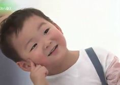 Advance photos show adorable triplets with dad Song Il Kuk in new Minute Maid commercial