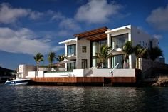 Canal life can be better than you can imagine ... Canal Front, Bonaire House, Netherlands