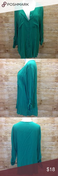 """Old Navy Split Neck Button 3/4 Roll Sleeve Shirt NWT Old Navy shirt in a gorgeous jade color! Casual split neckline, button down, long roll tab sleeves, 2 chest pockets, rounded hem. Easy and casual wear! 100% rayon hand wash. Approx flat meas: length 30"""", shoulders 18.5"""", bust 24.5"""", waist 21.5"""", hem 26"""", sleeves 24"""" Old Navy Tops Blouses"""